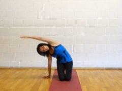 Yoga Übungen: Erwärmen der Brust und des Oberkörpers (Video)