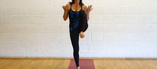 Yoga Übungen: Erwärmen der Hüfte und des Oberkörpers (Video)