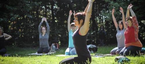 Yoga im Wald und am Baikalsee